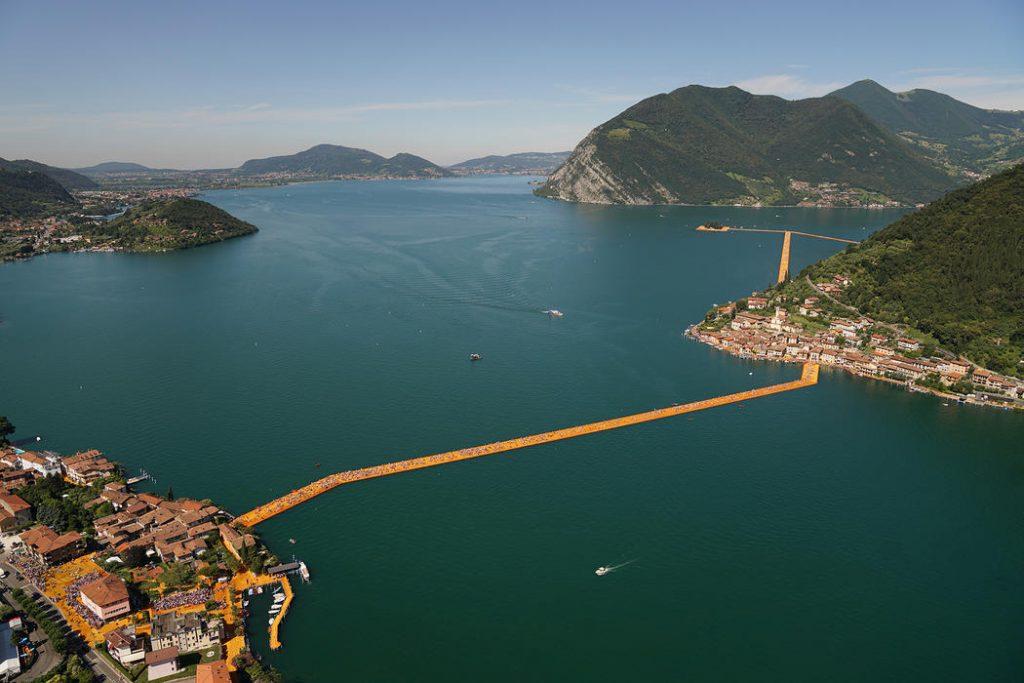 Ripresa dall'alto del progetto The Floating Piers